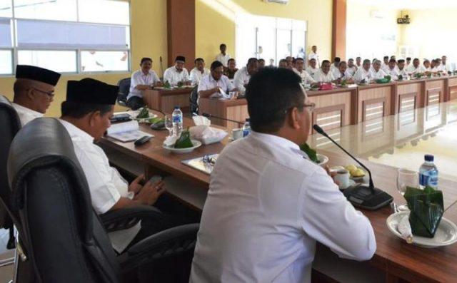 Wali Kota Banda Aceh, Aminullah Usman, rapat koordinasi dengan SKPK di 'Balai Keurukon' di Balai Kota Banda Aceh. (Foto/Ist)