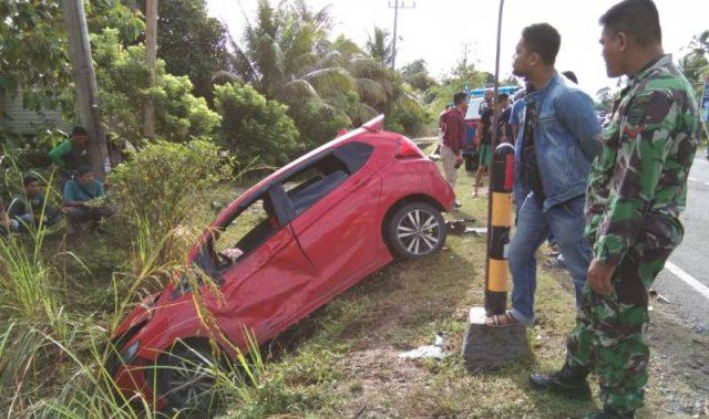 Kecelakaan terjadi di Suak Puntong, Nagan Raya, melibatkan mobil Honda Jazz dan tiga sepeda motor, menewaskan dua orang, Jumat (11/1/2019). (Foto/Ist)