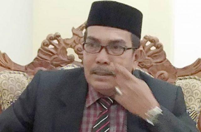 Sekwan DPRK Pidie H.A.Hamid di ruang kerjanya, Jumat (11/1/2019). (Foto/Muhammad Riza)