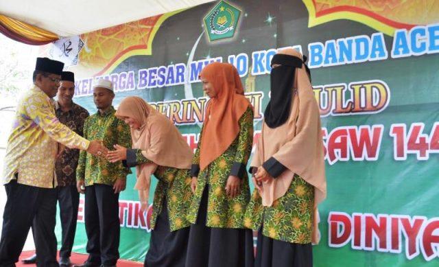Wali Kota Banda Aceh, Aminullah Usman, pada acara pengukuhan pengurus Diniyah Al-Amin MIN 10 Banda Aceh, Kamis (17/1/2019) di Gampong Punge Blang Cut, Banda Aceh. (Foto/Ist)
