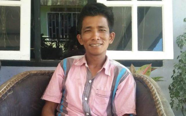 Muhammad Hidayat, 36 tahun, muallaf di Aceh Jaya, bercerita tentang kehidupan barunya sebagai Muslim. (Foto/Zammil)