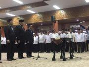 Sekda Aceh, Dermawan, melantik tiga Kepala SKPA di lingkup Pemerintah Aceh, Rabu (30/1/2019), di Banda Aceh. (Foto/Ist)