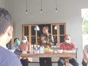 Kepala Perwakilan BI Aceh, Achris Sarwani, saat memberikan keterangan dalam konferensi pers, Senin (5/4/2021). (foto/cut nauval d)