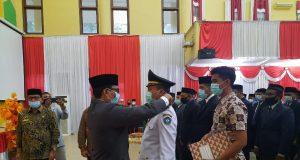 Bupati Tgk Amran, saat melantik sejumlah penjabat di lingkungan Pemerintah Aceh Selatan, Kamis (1/4/2021). (Foto/Faisal)