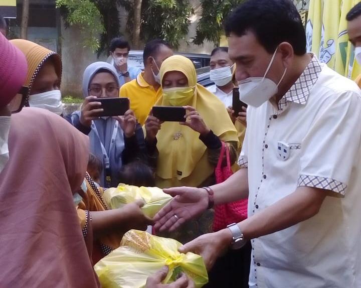 Partai Golkar Aceh Santunin dan Beri Takjil kepada 400 Kaum Dhuafa thumbnail