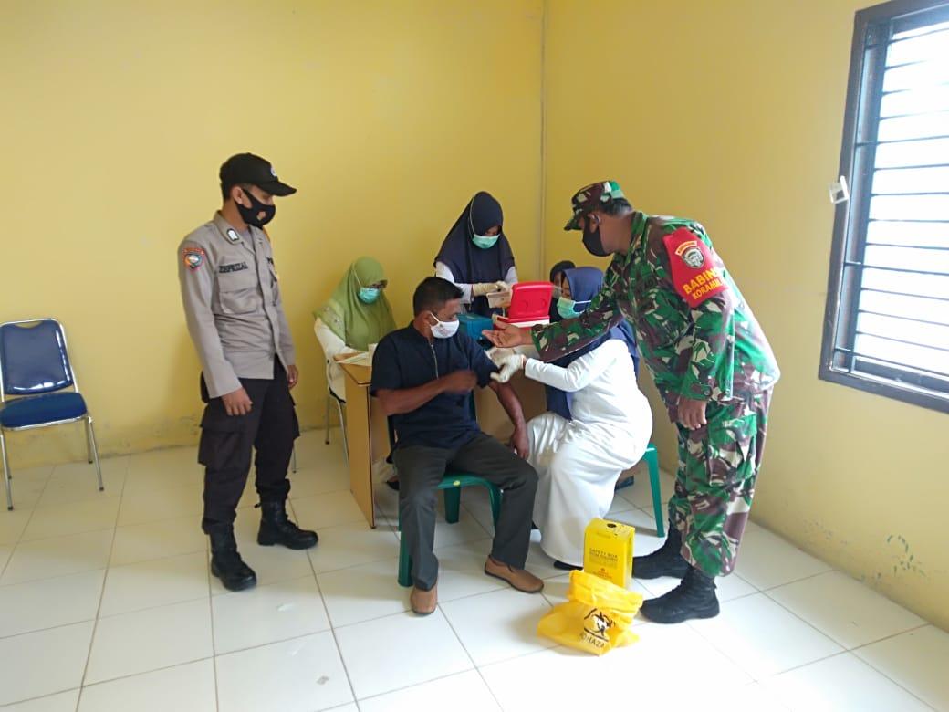 222 Keuchik di Kabupaten Nagan Raya Mulai Jalani Vaksinasi Sinovac thumbnail